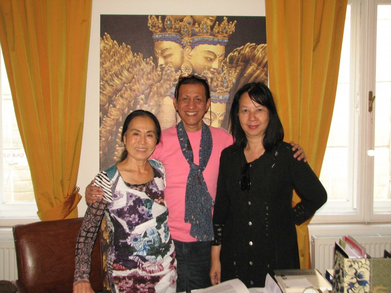 Dr. Sri Kuhnt- Saptodewo with Hiah Park and Didik Nini Thowok