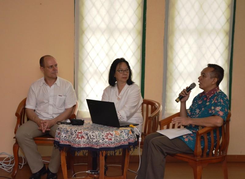 Presentation and discussion by curators from Museum der Kulturen Basel, Tekstil Museum Jakarta and Weltmuseum Wien