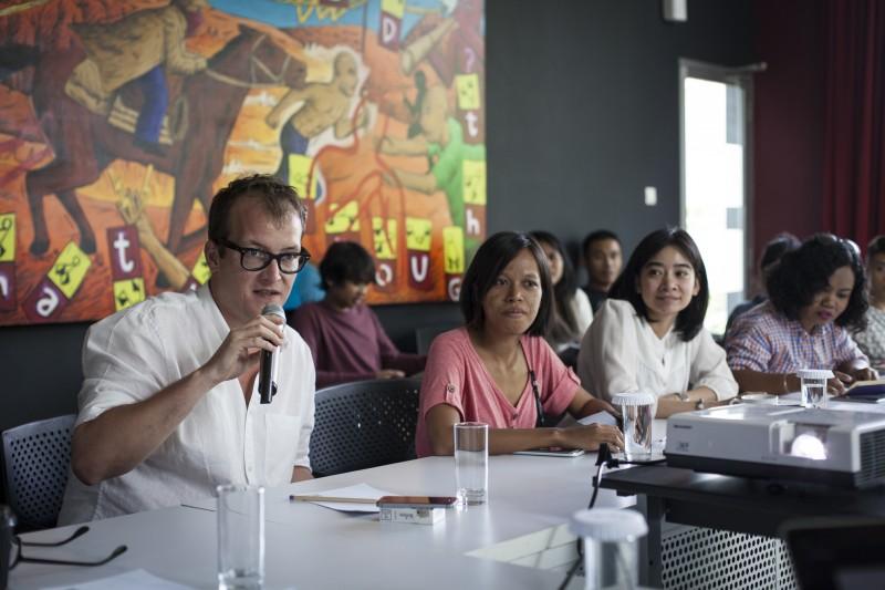 Fabian Schöneich speaking during the workshop session. Courtesy Diana Pfammatter