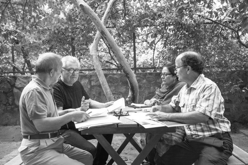 01_L-R_Bashir Ahmad Sheikh (translator), Gerhard Falkner (poet), Naseem Shaifie (poet), Shafi Shauq (poet), working together in Delhi_(c)Goethe-Institut by Andrea Fernandes