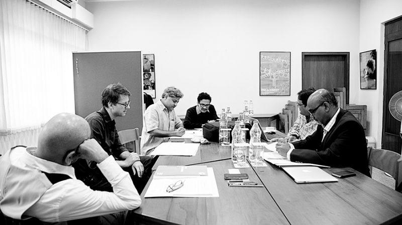 03_L-R_Dusmanta Chakra(translator), Jan Wagner (poet), Sumanta Mukhopadhyay (poet), Subroto Saha(translator), Kedar Misra(poet), Basudev Sunani(poet)_(c)Goethe-Institut by Soumya Sankar Bose-sml