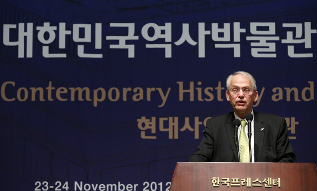 Hans-Martin Hinz of the International Council of Museums gives an opening speech at the symposium in central Seoul (photo: KOCIS).