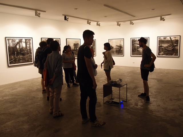 The curatorial mapping in Manila: Visit of Victor Balanon's exhibition, Mo_ Gallery (Photo credit: Sidd Perez)
